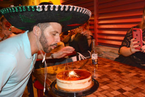 Aniversário de Gilzandro no Baja Café