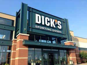 Rede de lojas Dick's Sporting Goods para de vender rifles esportivos