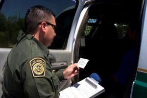 Apreensões na fronteira diminuem, mas DHS cobra mudanças nas leis