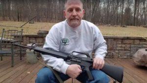 Donos de armas se desfazem de rifles em campanha viral na internet