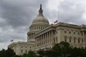 """Senado rejeita projetos de lei de imigração, deixando os """"Dreamers"""" no limbo"""