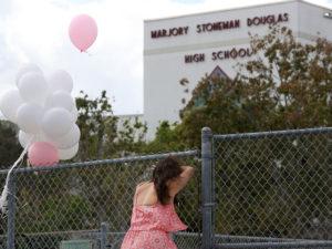 Receosos, alunos retornam às aulas na Stoneman Douglas High School