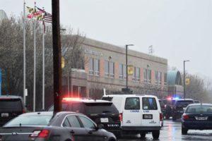 Aluno que atirou em colegas em Maryland morre no hospital