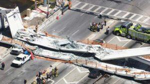 Queda de passarela da FIU provoca mortes e para o trânsito em Miami