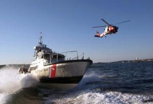 8 pessoas são resgatadas de barco a 14 milhas da praia de Miami Beach