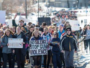 Movimento pelo controle de armas consegue algumas mudanças e promete pressão durante ano eleitoral