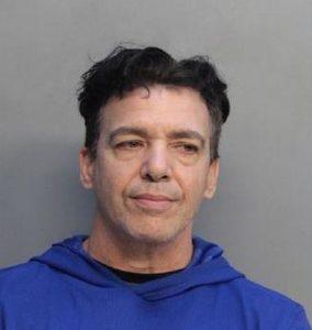 Pai manda menino de 8 anos para escola com arma em Miami-Dade