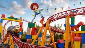 Disney lança Toy Story Land e recria a Woody's Lunch Box