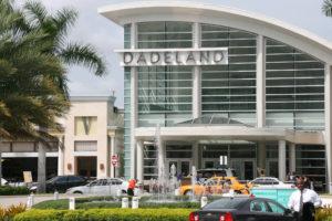 Ladrões soltam fogos de artifício dentro do Dadeland Mall e causam pânico entre os frequentadores