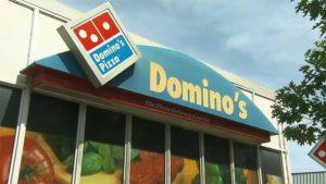 Domino's começará a fazer entregas em locais públicos