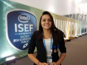 Estudante brasileira ganha bolsa nos EUA por pesquisa inédita com petróleo