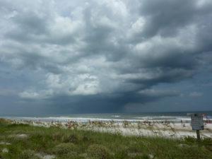 Fim de semana não será tão quente, porém mais chuvoso no sul da Flórida