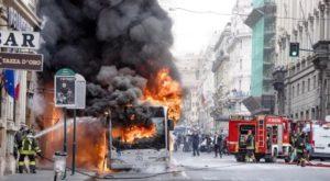 Dois ônibus explodem em Roma
