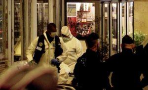 Homem mata e fere pessoas com faca em Paris