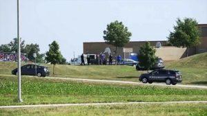 Tiroteio em escola no Kansas deixa dois adultos feridos