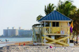 Presença de bactéria fecal suspende banho em praias de Miami-Dade