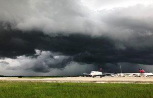 Flórida segue com tempestades mais fortes de Orlando a West Palm Beach