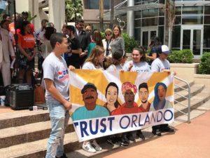 Orlando aprova lei que proíbe questionamento de status imigratório