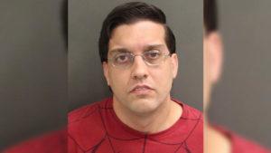 Agente de prisão é preso em Orlando, acusado de pornografia infantil