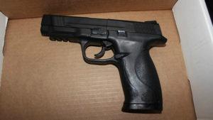 Estudante é preso por levar arma na mochila para escola em Coconut Creek