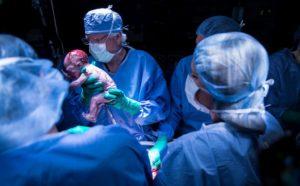 Transplante de útero avança em mulheres e pode virar realidade em homens