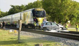 Trem da Brightline colide com carro em Hallandale Beach