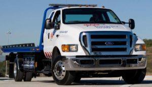 AAA orienta motoristas e oferece reboque gratuito durante o Labor Day