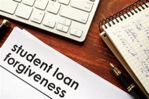 Entra em vigor regra para aliviar dívidas estudantis