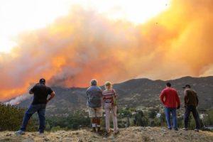 Mortes e residências perdidas em incêndios na Califórnia aumentam
