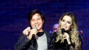 Sandy grava músicas com o pai Xororó e Iza