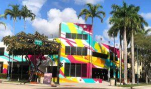 Artista brasileiro inaugura mural de arte no A&E District Garage em Fort Lauderdale