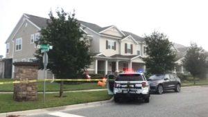 Bandidos se passam por policiais e invadem casa em cidade próxima a Orlando