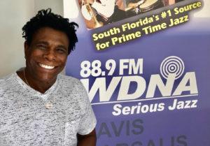 Neguinho da Beija Flor no programa Café Brasil na 88.9FM WDNA