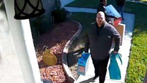 Igreja da Flórida Central faz surpresa para membro que teve presentes dos filhos roubados