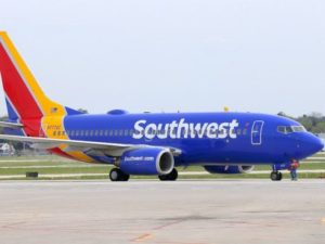 """Companhia aérea pede desculpas depois que funcionário caçoou de menina chamada """"Abcde"""""""