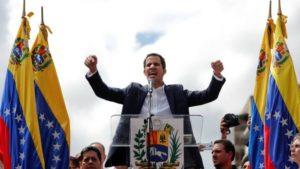 Trump e Bolsonaro reconhecem opositor como presidente interino da Venezuela