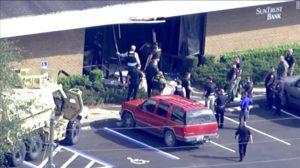 Jovem mata pessoas a tiros dentro de agência bancária da Flórida