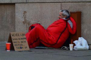 Mais de 2000 pessoas passam a noite nas ruas ou em abrigos em Broward
