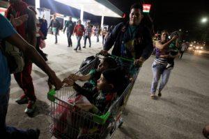 Novo grupo de migrantes parte de Honduras com destino aos EUA
