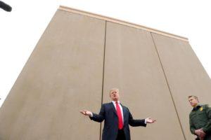 Trump recorre de decisão que bloqueou recursos para muro na fronteira