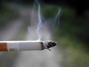 Havaí considera proibir a venda de cigarros a menores de 100 anos