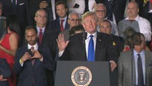 """Trump fala em """"novo dia"""" para a América Latina em discurso sobre Venezuela na Flórida"""