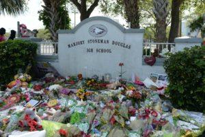 Saiba o que mudou em leis e escolas 1 ano após o tiroteio em high school de Parkland