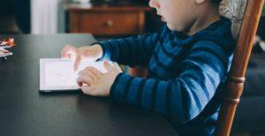 """Desafio """"Momo"""" reacende segurança das crianças na internet"""