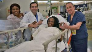 Mulher dá à luz seis crianças em nove minutos no Texas