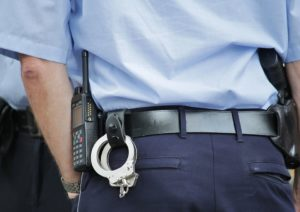 Oficial de detenção juvenil da FL é acusado de trocar comida por sexo com detentos