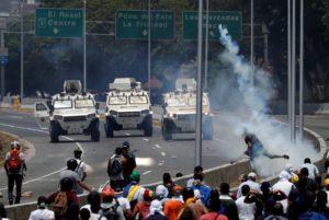 Venezuela: com apoio de militares, Guaidó convoca povo às ruas pela saída de Maduro