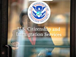 Departamento de Justiça substitui intérpretes por vídeos em audiências de imigração