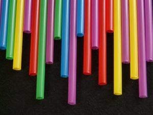 Senado da FL aprova lei para impedir  a proibição de canudos de plástico