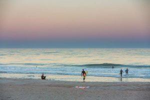 Adolescente é atacada por tubarão em praia no nordeste da Flórida
